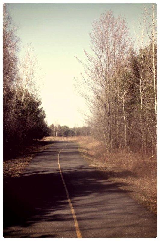 Il y a une longue route devant toi. Tu dois apprendre à oublier la douleur, ignorer les regrets et continuer à avancer.