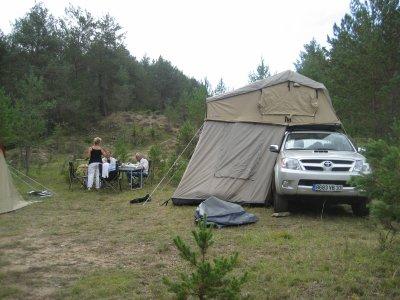 Les premiers accessoires : le couvre-benne et la tente de toit ARB