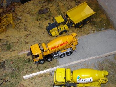 nouveaux venu un mixer mercedes actros de la firme allemande max bogl....