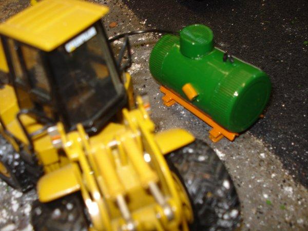 """petit réalisation perso une citerne a mazout au couleurs BAM """"galére"""" avec l autocollant de l'association TAG """"tunnel artge grouft"""" au luxembourg ou g travaillé !!!!"""