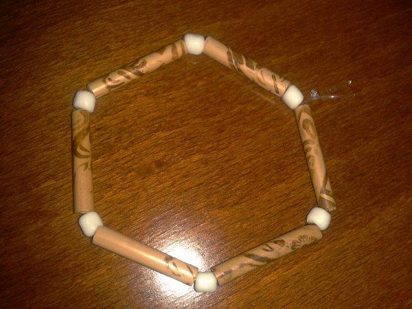 Bracelet perles et bois décoré
