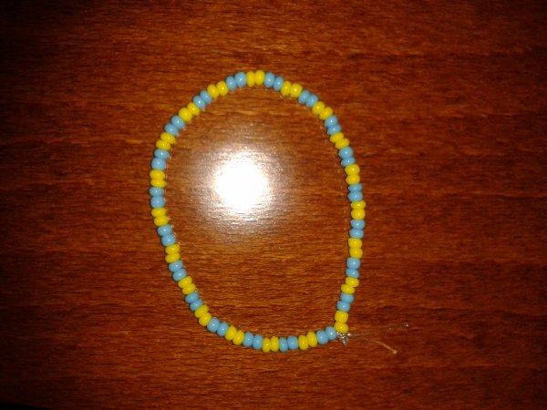 bracelet jaune et bleu