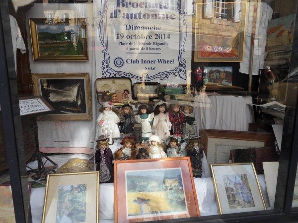 vitrine office tourisme sarlat brocante du 19 octobre