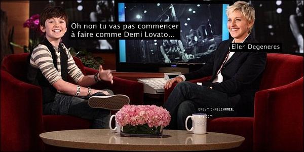 """. 23/02/2011 Greyson fut dans les studios de """"KISS FM"""" (Vidéo) Il fit un come-back au """"Ellen show""""! Regardez la première vidéo ci-desous, haha :p ."""