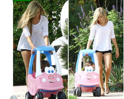 14/07/11: Ashley se promenant dehors avec sa petite Nièce Mikayla dans Toluca Lake à Los Angeles.