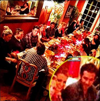 .  En novembre dernier, comme la plupart des américains, le célèbre couple a profité d'un super dîner familiale pour fêter Thanksgiving... Et aujourd'hui, voici qu'une photo de cette fameuse soirée vient d'être diffusée !  .