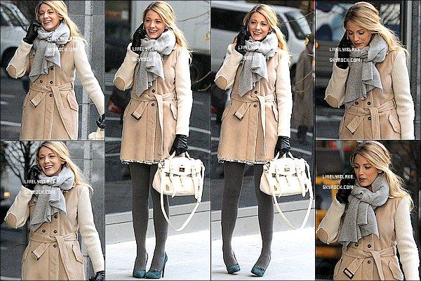 """.    10.01.12 : Blake Lively in N-Y dans le rôle de Serena sur le set de la cinquième saison de Gossip Girl. Blake jouera peut-être aux cotés de Jude Law et Channing Tatum dans le nouveau film de Steven Soderbergh """"The Side Effects.""""."""