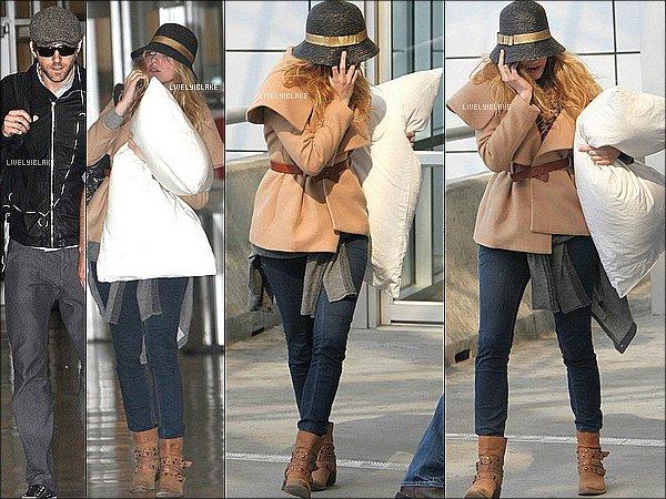 .    20/01/12 : Blake Lively a été vu dans un aéroport à New York, certainement elle allait voir Ryan R.  .