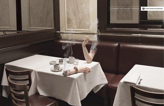>> Si mauvaises que soient les cigarettes pour la santé, elles offrent une occasion de contact humain sans équivalent !