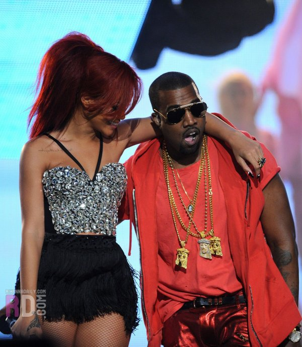 Rihanna au All-Stars Game 2011: Medley (ft. Kanye West)