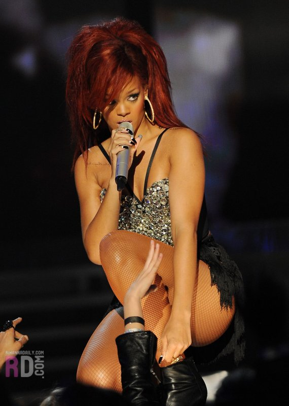 Rihanna au All-Stars Game 2011: Medley (ft. Kanye West)