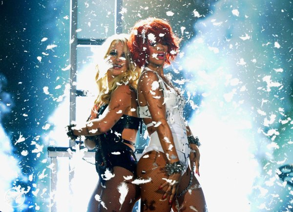 Rihanna et Britney Spears ont mis le feu aux Billboard Music Awards