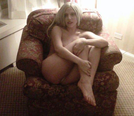 Lady Gaga nue sur Twitter: chaaaaleur!