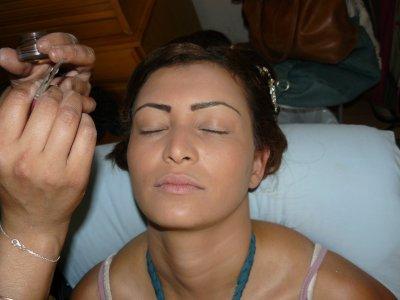 coiffure marie idale pour des fianailles chignons travaille en tourbillon avec quelque boucles maquillage libanais bronze pche dor - Maquilleuse Coiffeuse Mariage Paris