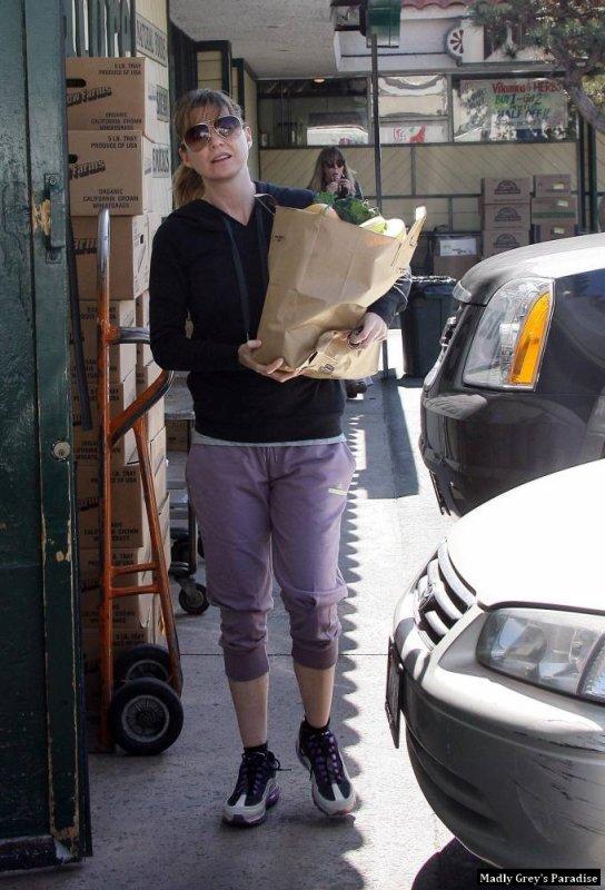 Ellen Pompeo au Los Feliz - Nature Mart le 1er mars