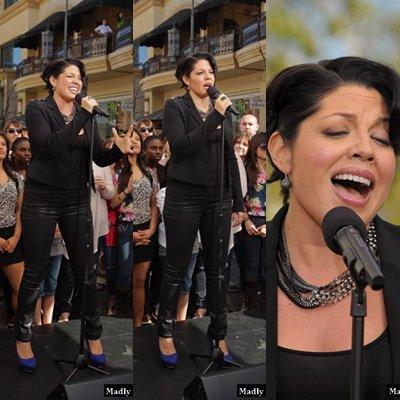 """Sarah Ramirez au Talk show """"Extra"""" at The Grove le 15 mars"""