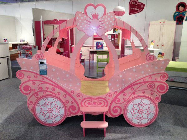 futur carrosse de ma princesse lol my sweet dream. Black Bedroom Furniture Sets. Home Design Ideas