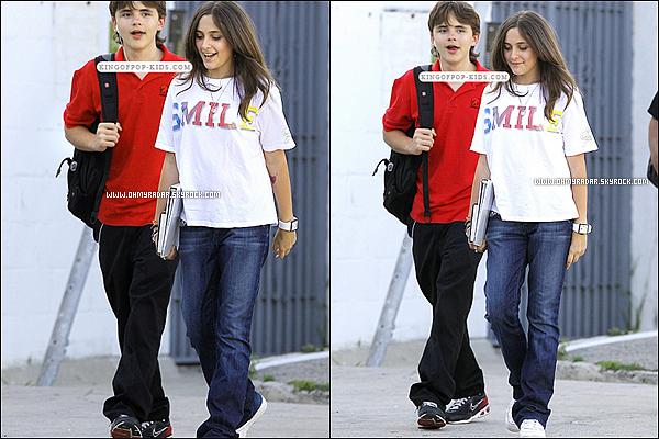 15/04/11 : Paris et son frère Prince sortant d'un cours de théâtre à Hollywood , avec de multiples poses de Paris .