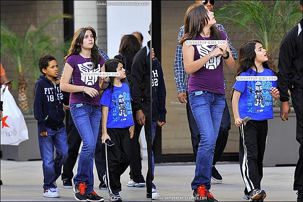 23/04/11 : Paris était de sortie dans les rues de Los Angeles pour faire une séance shopping.