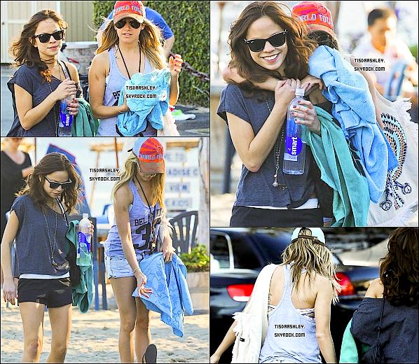 - 28/01/12 : Après avoir fait bronzette, Ashley quitte la plage de Malibu avec son amie Kim Hidalgo. J'aime beaucoup la tenue de miss Tisdale, pour moi c'est un TOP. Qu'en penses - tu, Top/Flop ? -
