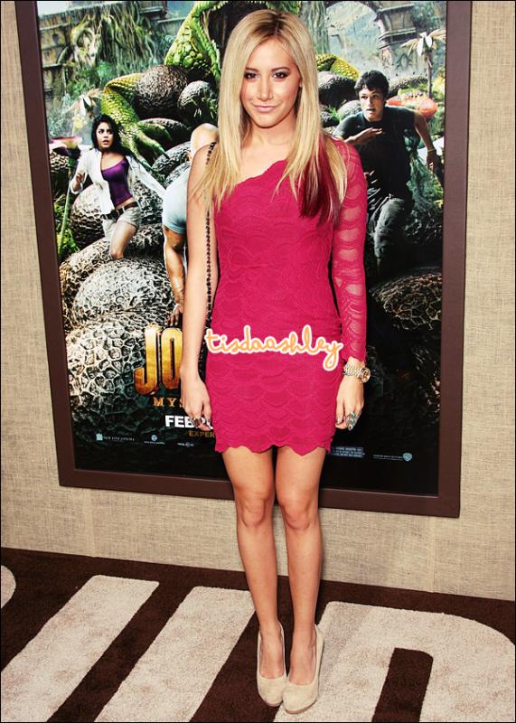 - 02/02/12 : Ashley et Vanessa Hudgens, sa BBF, ont été vu se rendant à un club de danse à Hollywood. Gosh! La robe d'Ash' à la première du film J2, comment elle est magnifique. Gros TOP. Qu'en penses - tu, Top/Flop ? -