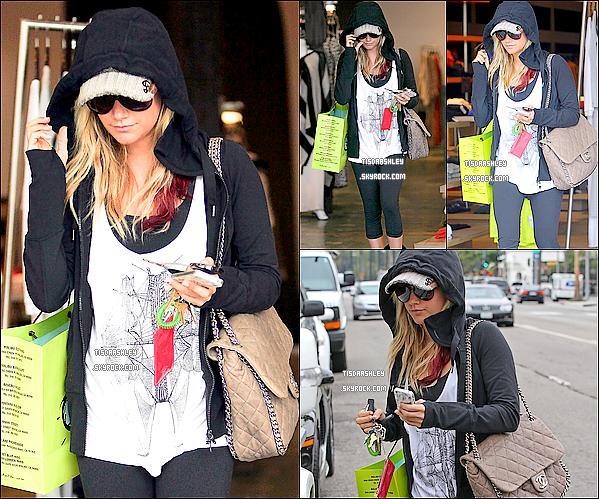 - 04/02/12 : Ashley a été vue alors qu'elle arrivait à l'Equinox Gym à West Hollywood . J'aime sa coiffure, sa lui va trop bien. Un TOP, pour moi. Qu'en penses - tu, Top/Flop ? -