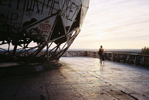 L'univers devient vite trop grand sans quelqu'un à aimer. ©