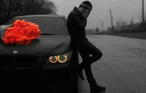 Le courage de celui qui rit alors que son coeur pleure, et bien plus grand que celui qui crie quand son coeur saigne...♥