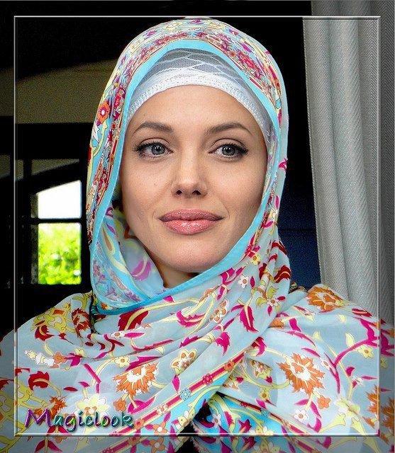 """""""Lorsqu'elle est fille, elle ouvre les portes du Paradis à son père. Lorsqu'elle est épouse, elle complète la moitié de la foi de son mari. Lorsqu'elle est mère, le Paradis est à ses pieds.. Si quelqu'un connaissait le statut de la femme musulmane en Islam, même les hommes voudraient être des femmes.""""  [Cheikh Dr Mohammed Akram Nadwi]"""