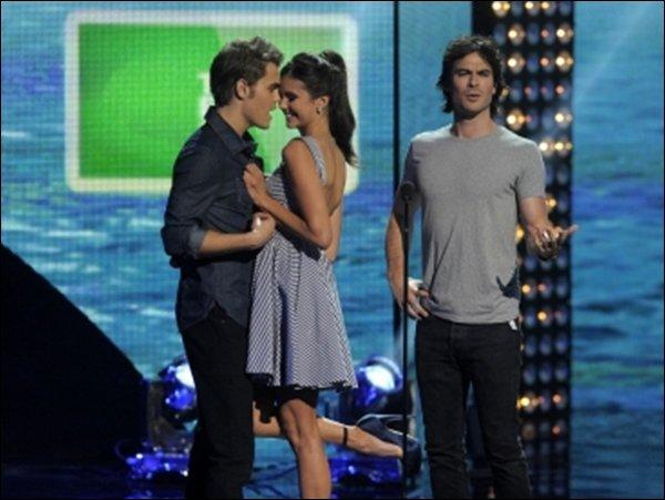 FLASHBACK : Nina au teen choice awards ( 2011 )