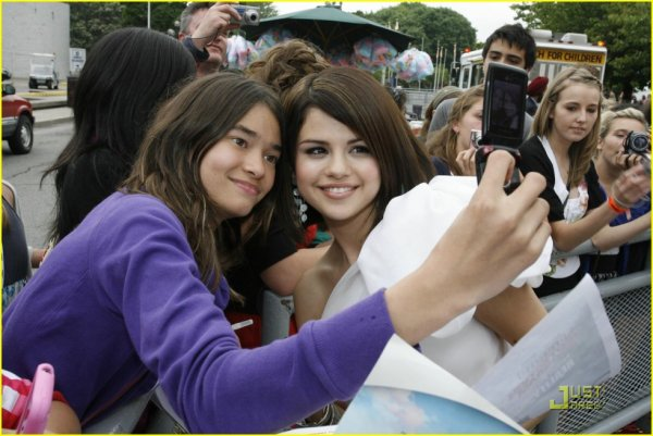 selena-gomez-princess-perfect