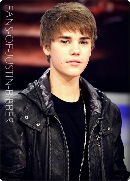 • Biographie de Justin Bieber (2) :