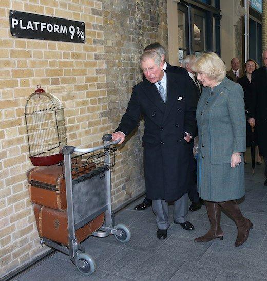 Prince-Charles fréquentait 'Harry Potter' Platform 9 3/4 pour Londres 150e anniversaire de métro