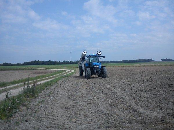 Le New Hollande TM115 a mon cousin a l'azote pour les semis de colza