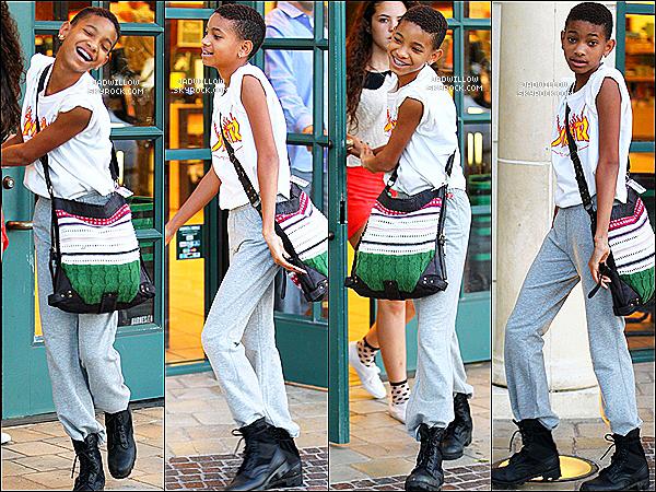 . 27.06.2012 : Willow et une amis on été vues quittant Barnes & Noble en Californie. Découvrez le nouveau clip de Willow Smith - I AM ME. Tu aimes votre avis . J'adore ! .