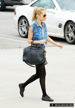31 mars 2011- Leaving the gym in Studio City in LA