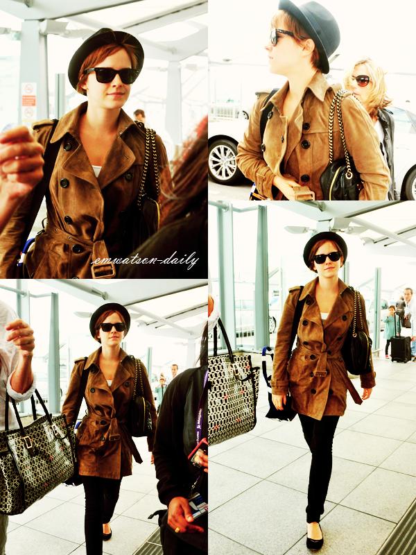 08.07.11 | Comme je vous le disez dans l'article précédent, Emma a quitté Londres direction New-York pour la deuxième avant-première d'HP7.2! Voici quelques photos, d'Emma à l'aéroport