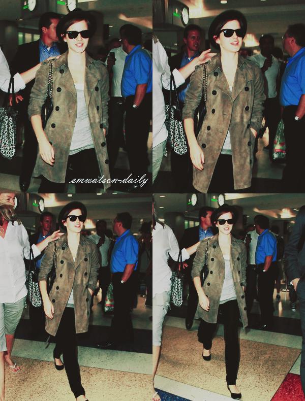 08/07/11 | Emma est arrivé à New-York! La voici à l'aéroport de JFK, visiblement fatigué après ce voyage.