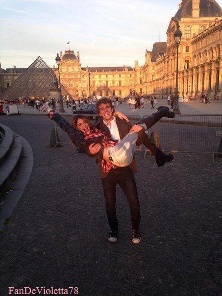 Martina stoessel est à Paris !