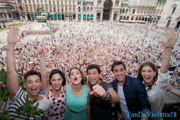 Nouvelle photo de Tini  ,jorge , lodo , ruggero ,clary et diego à milan <3 + Como quieres: dans les coulisses !