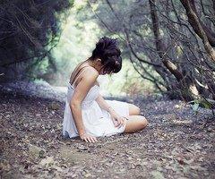 """""""Moi j'ai même vendu mon âme au diable pour ton sourire... Rien ne desserrera nos mains, rien n'éteindra l'éphémère. Puisque tout est aléatoire dans le chaos des univers, et puisque déjà me manque l'air. Qu'importe les directions, jusqu'au delà de la limite, tous les chemins mènent à tes yeux, tous les chemins mènent à la fuite."""""""