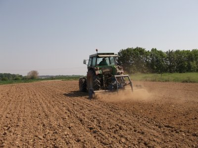 passe du canadien et hersage   et semis  maïs