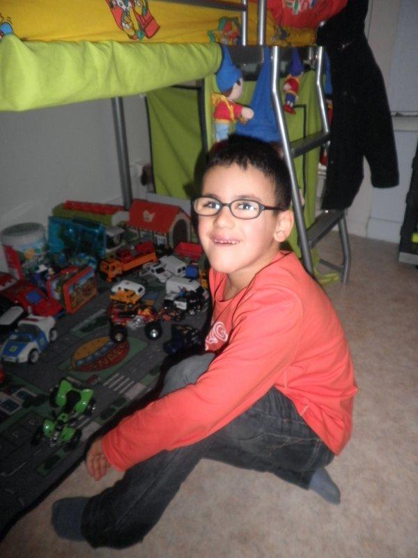 mon fils avec ses lunettes