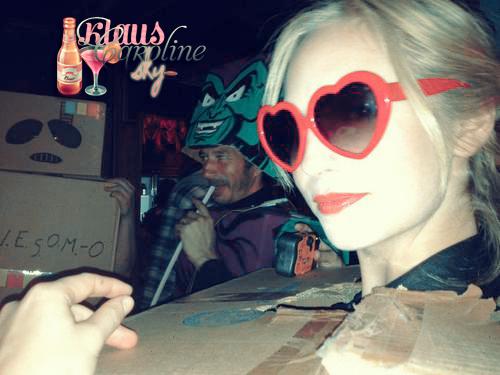 29/10/2012: De nouvelles photos de Candice à l'événement CardboardCon (03/03/12) !