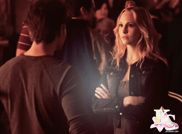 """Synopsis de l'épisode 16 de The Vampire Diaries intitulé """"Bring it On"""" qui sera diffusé le 21 mars!     CLa nouvelle attitude d'Elena inquiète tout le monde, ce qui mène Stefan et Damon à décider de la remettre dans sa routine et de la faire aller à l'école. Caroline est agréablement surprise quand Elena décide de reprendre les entraînements de Cheerleaders et son plaisir se transforme rapidement en choque quand l'attitude d'Elena se prouve être dangereuse. N'abandonnant pas leur recherche de l'antidote, Damon et Rebekah travaillent ensembles jusqu'à ce que quelque chose la surprenne. Klaus essaye d'utiliser Hayley pour avoir l'information qu'il recherche et il fait par la même occasion une découverte intrigante. Pendant ce temps, une Elena qui s'ennuie organise une grande fête qui se termine en méchante dispute.  TRAILER     ."""