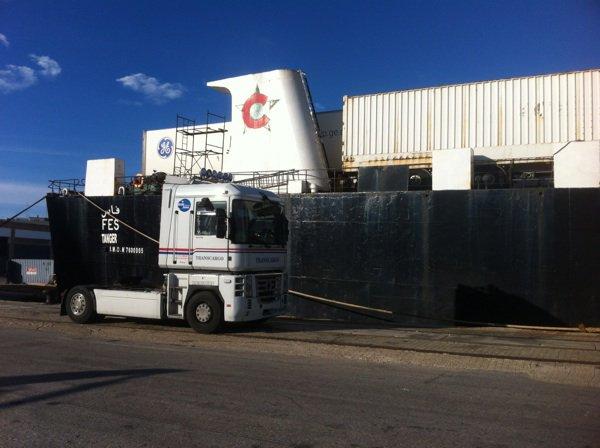 """mon camion devant le bateau """"le Fes"""" sur le port de Cadiz"""