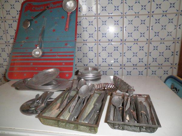 Ustensiles de cuisine en aluminium pour poupées