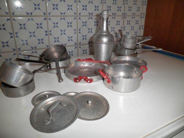 Ustensiles de cuisine en aluminium pour poupées (suite)
