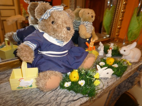 La famille Nounours vous souhaite de Joyeuses Pâques
