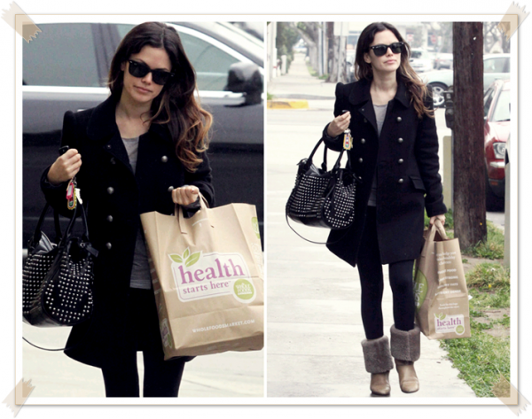 15 Février 2011 -  Arriving at a medical building in Santa Monica